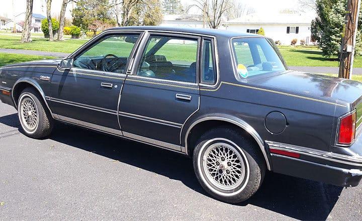 hillary-clinton-oldsmobile-cutlass-1r